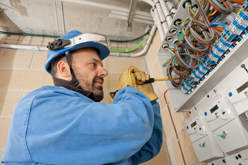 Professional Industrial Electrician in Walled Lake MI - RCI Electric - (248) 471-2277 - iStock_000052077872_Small